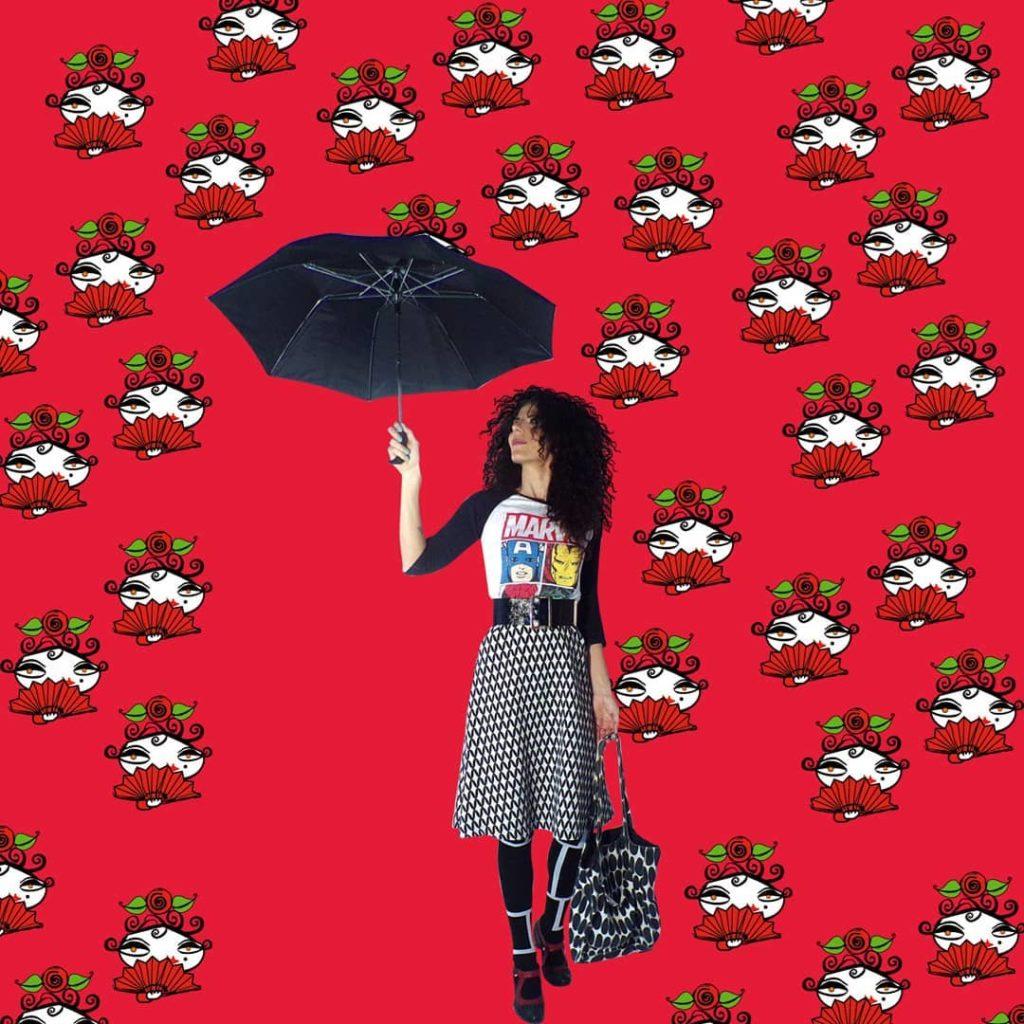 chica-con-paraguas-y-falda-blanca-y-negra-y-camiseta-de-marvel