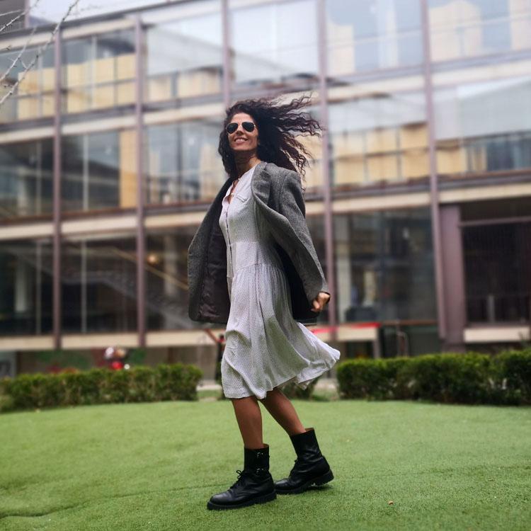 Blog Blazer Vestido Blanco Saltando