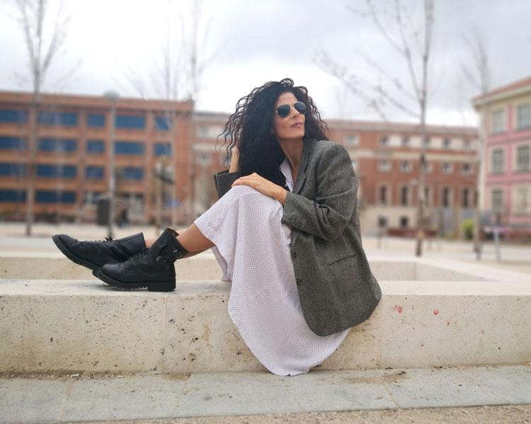 Blog Blazer Vestido Blanco Sentada