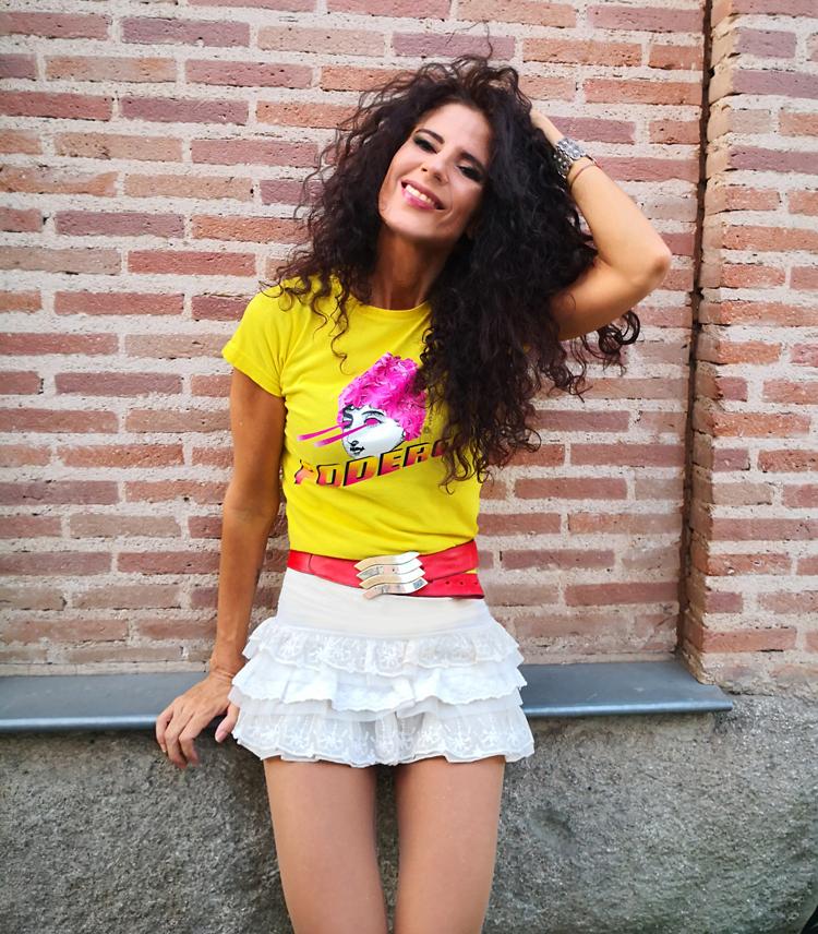 Camiseta Amarilla Sentada 1