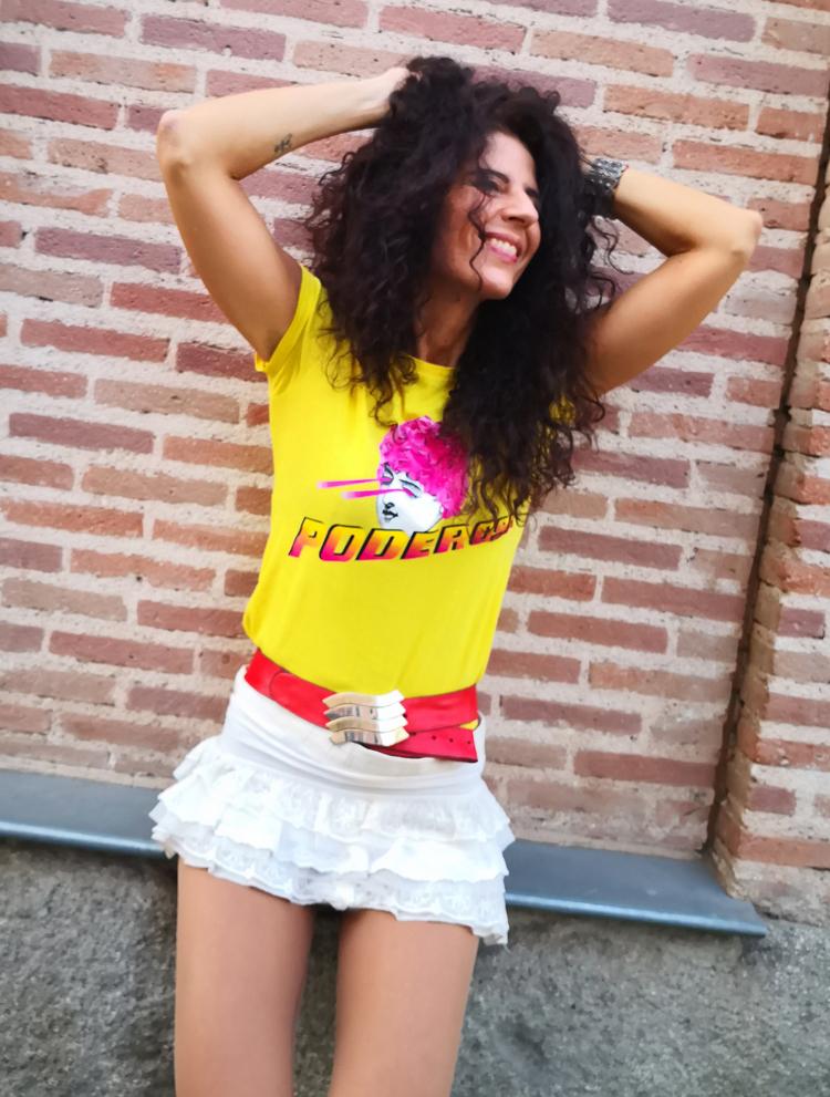 Camiseta Amarilla Sentada2